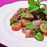 タイ風・牛肉とブドウのサラダ